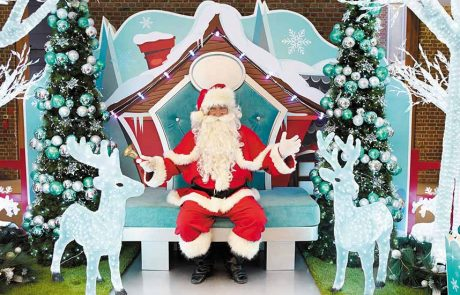 Birkenhead Mall Commercial Santa set